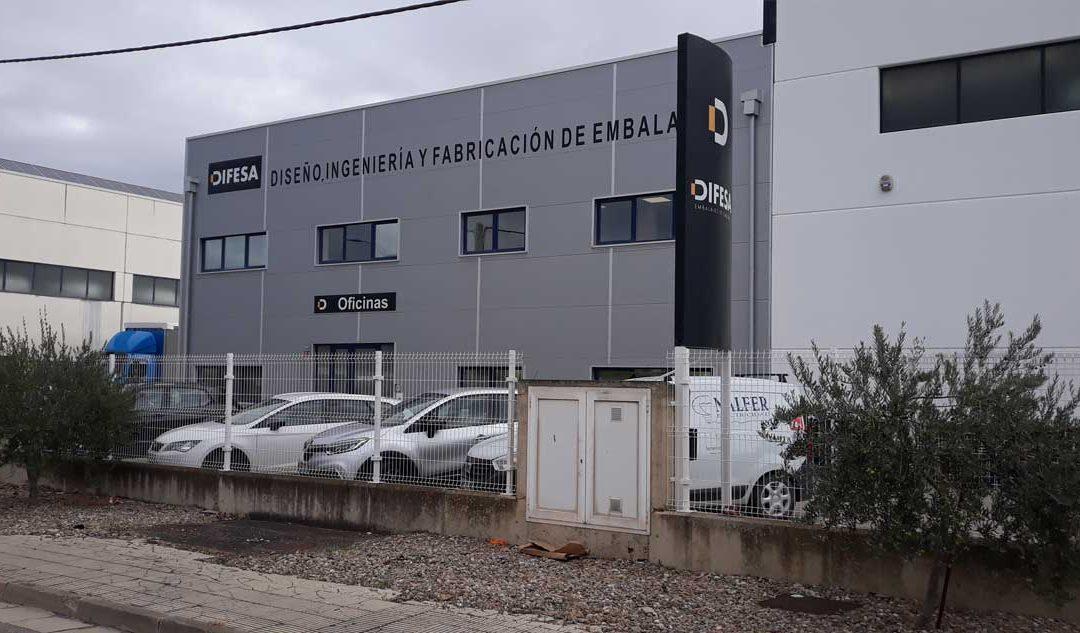 TRABAJO FV 70.29 KWP EN EMPRESA DE ARRUBAL CON LA COLOCACIÓN DE LÍNEA DE VIDA PROVISIONAL Y MARCADO DE LUCERNARIOS.